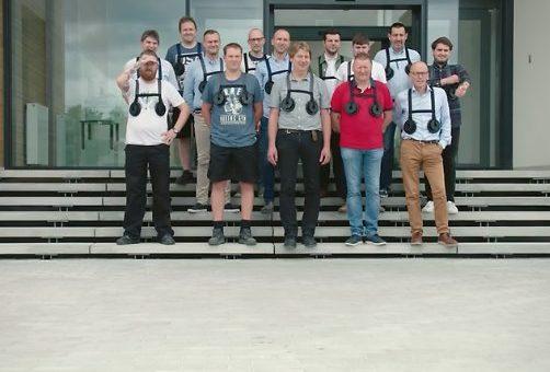 Företaget där männen bär bröst